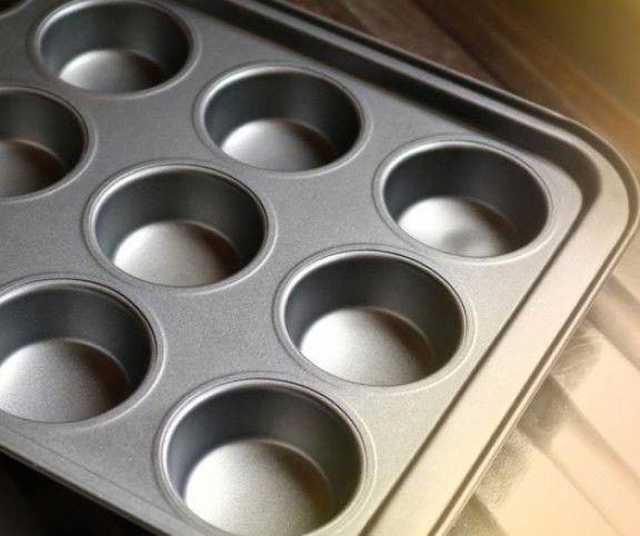 A muffinsütőformát sokan csak rendeltetésszerűen használják, pedig számtalan lehetőség rejlik benne. Íme 5 szuper trükk, amit te is ki akarsz majd próbálni!