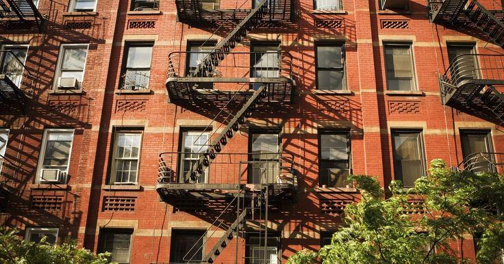 Cómo conseguir un apartamento de renta controlada en Manhattan. Los apartamentos de renta controlada hacen que Manhattan esté al alcance de la clase media. Bajo el control de alquileres, la ciudad se ajusta la Renta de Base Máxima (MBR, por sus siglas en inglés) para cada apartamento cada dos años, para dar cuenta de los aumentos de costos en los gastos de operación. En Manhattan, los gastos de explotación ...