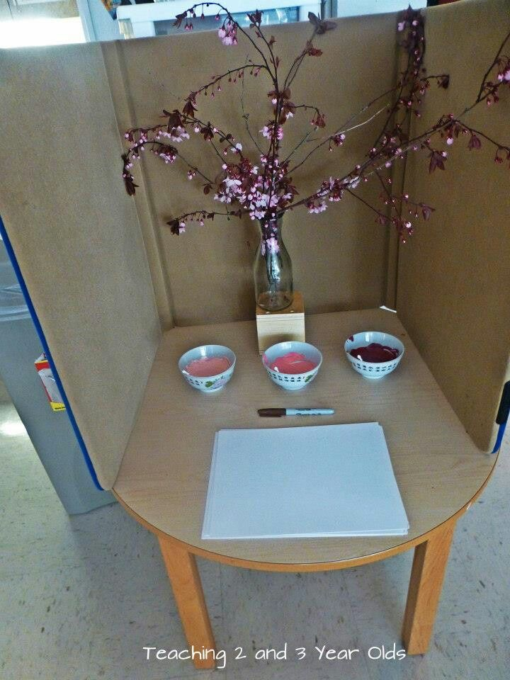 love this invitation to paint, and it's a great idea to divide a table into four different solo activities