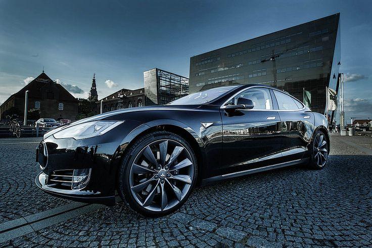 Tesla Model S. Into the night...   lessonator.com