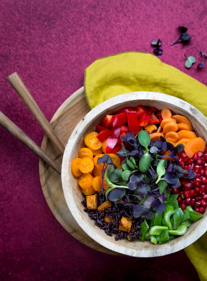 Very fulling, vegetarian buddha bowl. http://www.jotainmaukasta.fi/2017/05/28/buddha-bowl/