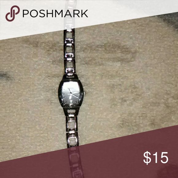 Authentic Fossil watch Gorgeous Fossil watch battery doesn't work. Minimal scratches. Fossil Accessories Watches