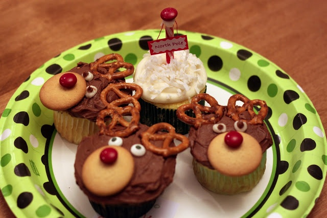Christmas cupcakes - cute and easy for the kids to do themselves, no piping