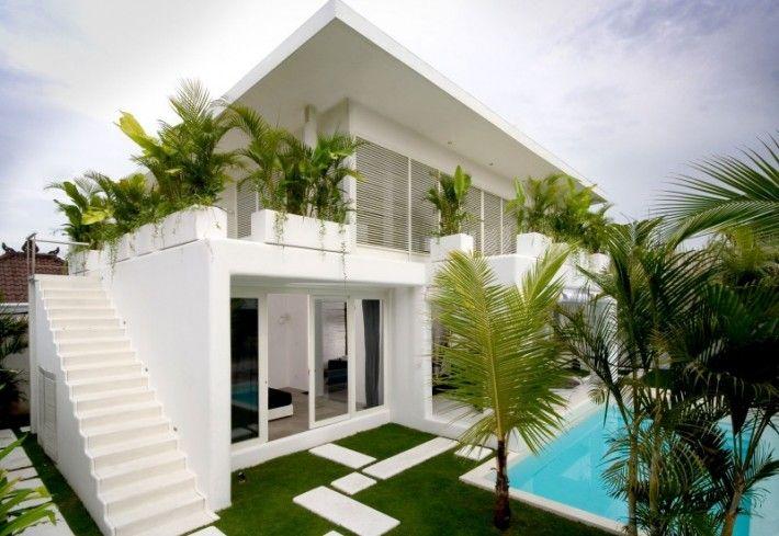 , Green Garden In Home Balcony In Balinese House: Modern Balinese house design white interior