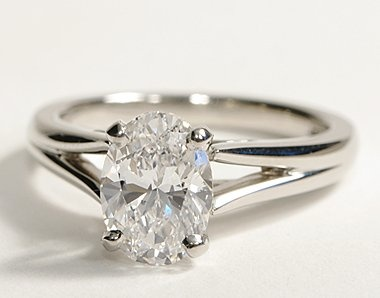 I love the simplicity of this! And the oval! Just imagine it with a diamond wedding band :)