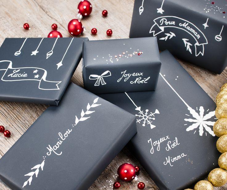 Non aux paquets cadeaux en magasins et oui aux emballages arty pour embellir le pied du sapin!