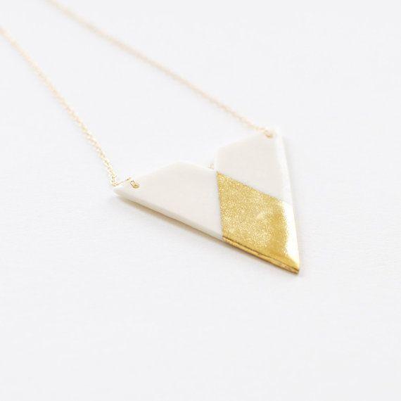 Bijou geométrique simple - Collier minimaliste porcelaine blanche et or fin - Triangle & losage -  geometric necklace