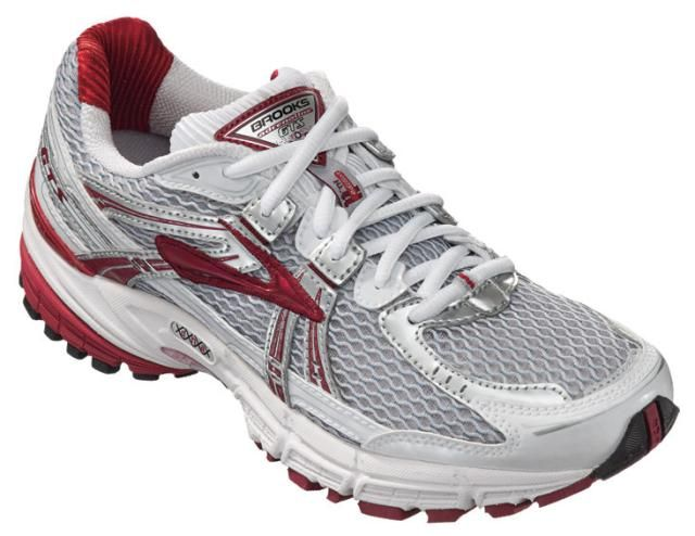 How to choose the best walking shoes. What to look for in a fitness walking shoe, the different types available, shoe reviews and top picks for each type.