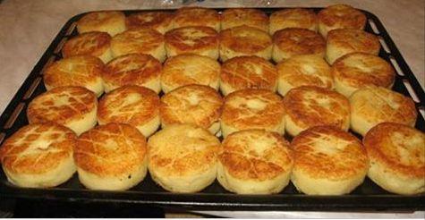 Предлагаем вашему вниманию достойный рецепт для сытного ужина. К картофельным биточкам можно подать грибной соус с шампиньонами. Ингредиенты ✓ Картофель — 1 кг. ✓ Лук — 1 шт....