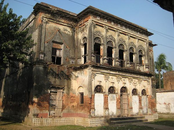 Located close to Dhaka in Bangladesh, the ghost town of Panam City, or Panam Nagar, lies within Sonargaon, a former Hindu settlement dating to the early 13th century. Sonargaon benefited from much seafaring trade from the 14th century onwards. Most of these beautiful structures fell into disrepair following the end of British rule in the mid 20th century, and the once affluent area was virtually abandoned following the Second Kashmir War in 1965.