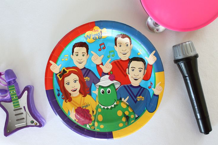 For a birthday party worthy of The Wiggles and your special birthday child, include a bubble guitar necklace, a tambourine and a handheld microphone with each place setting. This sets the stage for everyone to make beautiful music and create wonderful memories of a very special Wiggles birthday party, and can also be used as party favors for the guests.