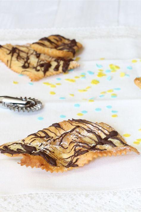 Le chiacchiere sono dei croccanti e dorati dolcetti preparati nel periodo di Carnevale conosciuti con nomi diversi a seconda delle regioni: lattughe, cenci, bugie, sfrappole, crostoli, galani, ecc. Le chiacchiere vengono preparati con un semplice impasto di farina, uova e zucchero; successivamente fritte, decorati con cioccolato fuso e cosparsi di zucchero a velo.