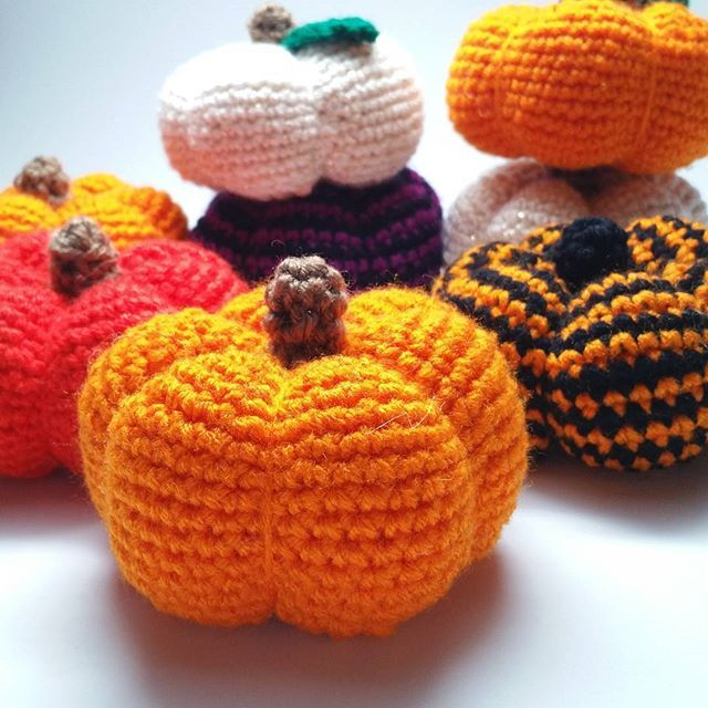 Pumpkins, pumpkins everywhere! Want to make one? The pattern's up on my blog and is FREE! ➡️ craftchamp.wordpress.com I'd love to see your # here on IG, too- tag me in the picture ------------------------- #amigurumi #amigurumis #amigurumipattern #freecrochetpattern #freepattern #crochetersofinstagram #amigurumilove #crocheter #crocheting #pumpkin #pumpkins #halloween