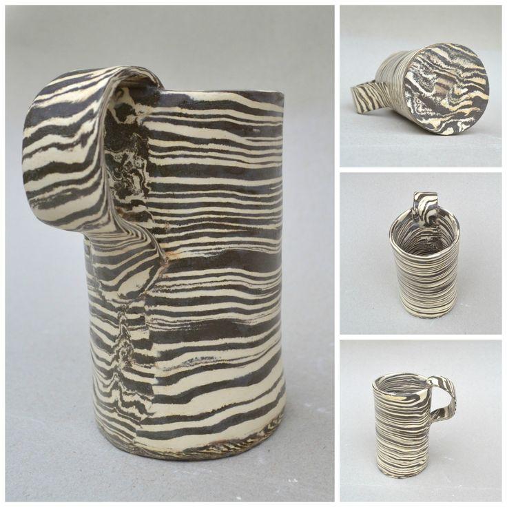 Ceramiczny kubek, wykonany z glin w różnych kolorach. #ceramic mug