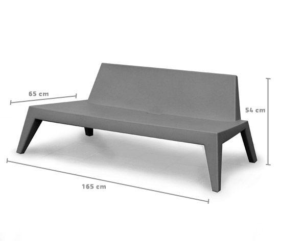 Design garden seat: Wednesday, grey plastic. Design from Peter Kos. | Design tuinbank, grijs kunststof. #gardenseat #tuinbank