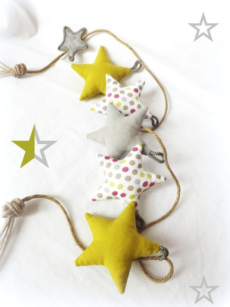 Guirlande décoration chambre d'enfant . Etoiles vert anis gris pois sur corde.Originale, unique. : Décoration pour enfants par kore-and-co