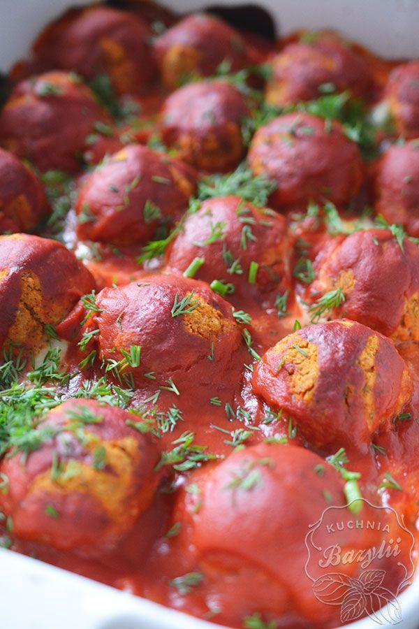 Pulpety wegetariańskie w sosie pomidorowym to propozycja dla wszystkich tych, którzy nie jedzą mięsa, ale kochają