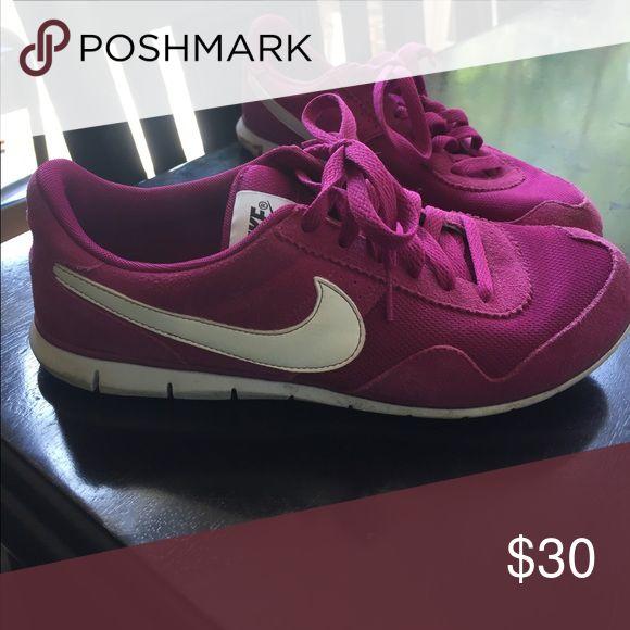 Women's fuchsia retro Nike shoes Women's size 7.5 fuchsia retro Nike tennis shoes Nike Shoes Athletic Shoes