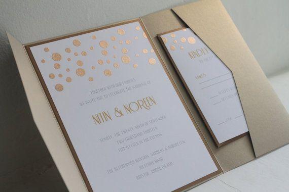 Ähnliche Artikel wie Glamouröse Gold Konfetti Custom Pocketfold Einladung setzt, Hochzeitseinladungen, Gold schimmern, Gold Sparkle Etsy-Hochzeiten auf Etsy