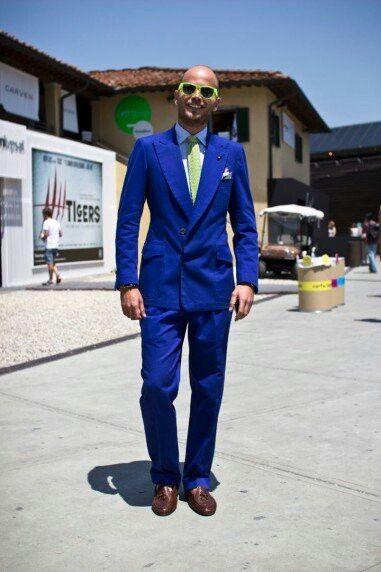 http://www.victoramaroblog.com/2013/10/luca-rubinacci-gentleman-new-generation.html  Hola!! Que tal!! Hoy he tenido el placer de hablar con Luca Rubinacci sobre moda, su estilo personal, trabajos y tendencias. Lo primero de todo me gustaría de dar las gracias a Luca, has sido muy amable conmigo. Soy un joven bloguero que admira tu estilo y hablar contigo de moda ha sido un sueño hecho realidad. Aprecio mucho el tiempo que me has dedicadoLuca Rubinacci pertenece a la Sastrería Napolitana y él…