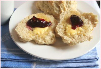 Mamma's no-recipe scones