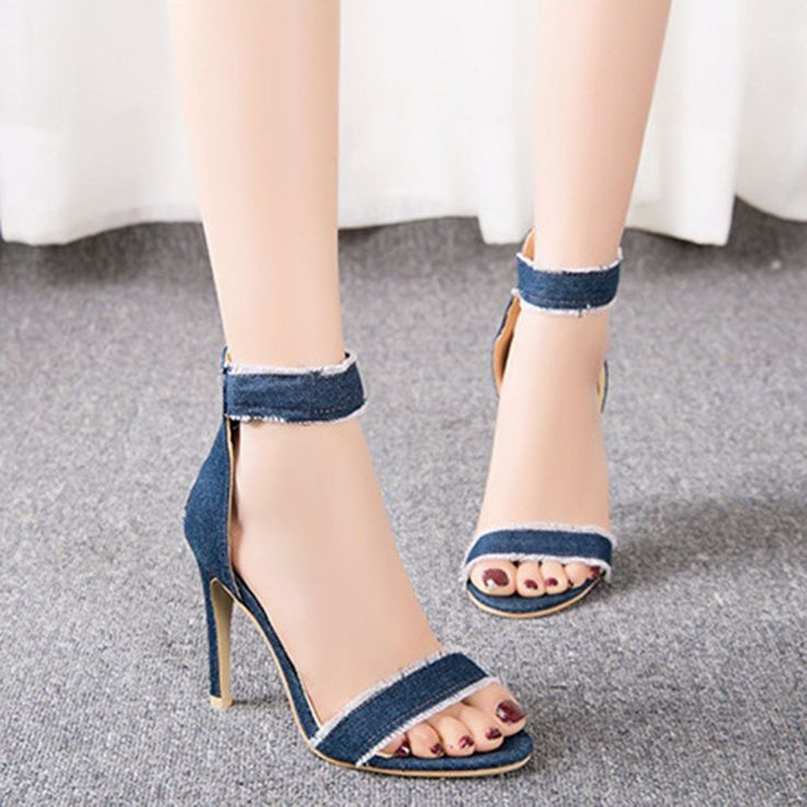 elegant lady pumps jeans
