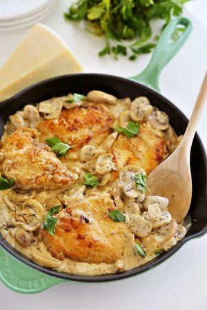Υπέροχο, λαχταριστό Κοτόπουλομε μανιτάρια, κρέμα γάλακτος, παρμεζάνα και μουστάρδα. Μια συνταγή για ένα πανεύκολο και πεντανόστιμο πιάτο με τρυφερό και ζο