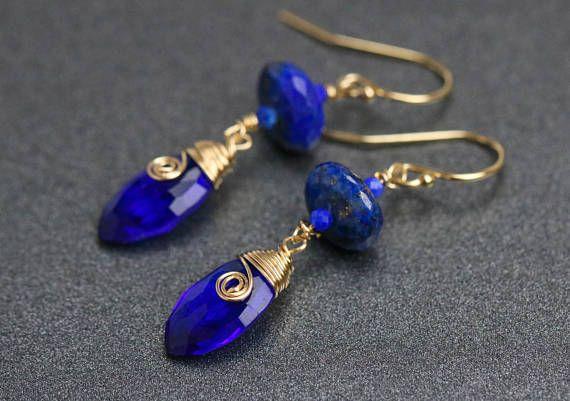 Lapis Lazuli di Lapis blu orecchini, orecchini blu cobalto, filo avvolto goccia orecchini oro piccolo orecchino minimalista occhini con pietra dure