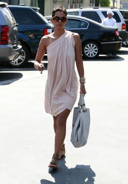 That dress!Simple Dresses, Gladiators Shoes, Beautiful Life