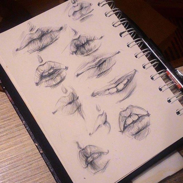 Быстрый губоскетч, были #Глаза теперь #губы😇 следующие самые милые 👃  Я отношусь к скетчам так: здесь вас никто не судит, здесь можно ошибаться, стараюсь не стирать, ну кроме лютых косяков, и не думаю ни о чем😇( даже в скетчах акварелью)   #рисунок #скетч #набросок #наколенныезарисовки #sketchbook #sketch #drawing #pencil #mechanicalpencil #механическийкарандаш #карандаш#lips #howtodraw