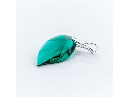 ZAWIESZKA SWAROVSKI NEW LEAF 28MM EMERALD SREBRO 925 - W1276 Materiał: Srebro 925 + kryształ Swarovski Elements Kolor: Emerald Rozmiar kamienia: 28.0mm Wysokość całej zawieszki: 40,0mm Waga srebra: 0,44g ( 1szt ) Waga całej zawieszki: 4,55g ( 1szt)