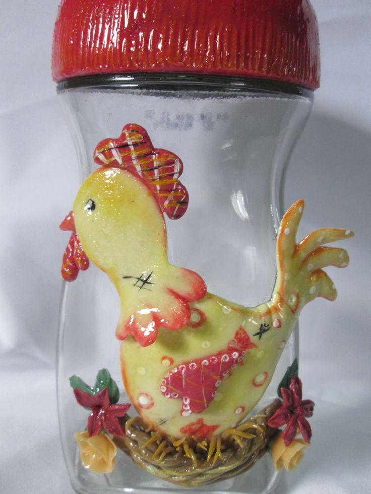 frasco reutilizado y adornado con porcelana fría