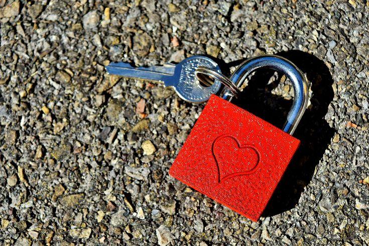 V každém vztahu si procházíte několika fázemi. Jednou je to super, ale po nějaké době byste svého milého nejraději zastřelila. Postupně se začínáte zamotávat do vztahových pastí, které mohou končit až rozvodem. Jaké to jsou? Na to se dnes společně zaměříme.