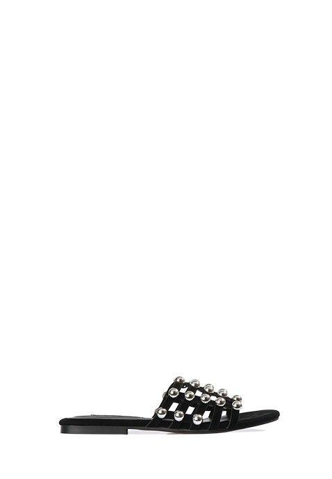 Cette sandale noire possède une semelle plate. Les doigts de pied sont recouverts par un joli quadrillage à motifs très régulier, créant un effet chic avec des finitions métalliques. Un ensemble bi-matière très sophistiqué, avec talon libre. C'est une sandale confortable à porter à la belle saison pour agrémenter vos robes et pantalons aux teintes flashy !