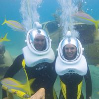 Underwater Helmet Walk at De Palm Island Walk among colorful tropical fish, and pose for a photo at our underwater café!