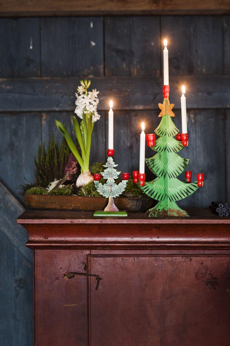 JULDUKNING I SUSAN CEDGÅRDS LADA. Ett julreportage i Hus & Hem - 2014 - av Johanna Flyckt Gashi och foto Lina Östling. I en lada i en vacker gammal hallandlänga har Susan Cedgård en mycket stämningsfull juldukning | Lina Östling