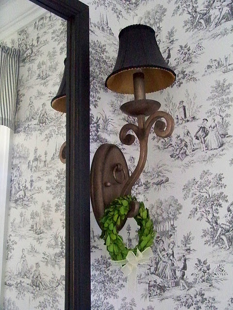 black and white toile: Blackberries Brambly, Belle Toile, Black And White, Minis Wreaths, Totally Toile, Beautiful Bathroom, Blackberries Ridge, Bathroom Ideas, Toile De