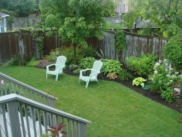 Simple small yard border garden