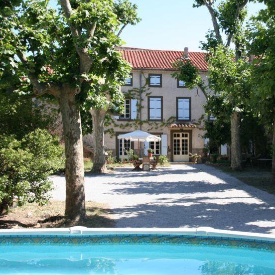 Domaine des Agnelles: Gelegen in het prachtige 'Pays Cathare', het Catharenland met mooie kastelen, wijnvelden, olijf- en palmbomen op een steenworp afstand van de middellandse zee ligt Domaine des Agnelles.