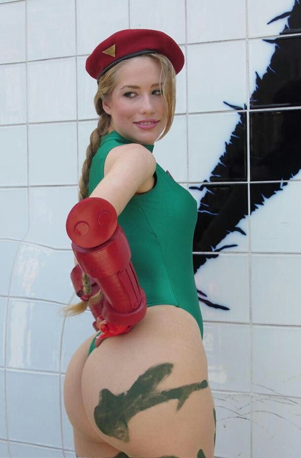 Character: Cammy White / From: Capcom's 'Street Fighter' Video Game Series / Cosplayer: Crystal Graziano (aka Precious Cosplay)