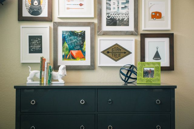 Eclectic gallery wall in #bigboyroom! #kidsroom #walldecor