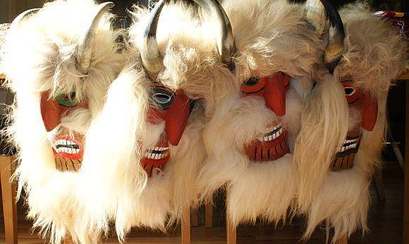 Masti populare traditionale romanesti