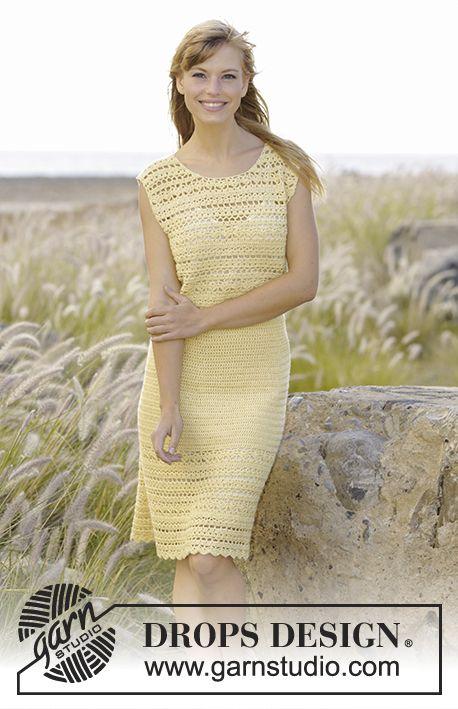 Hæklet DROPS kjole i BabyAlpaca Silk med hulmønster og viftemønster, hæklet ovenfra og ned. Str S - XXXL. Gratis opskrifter fra DROPS Design.