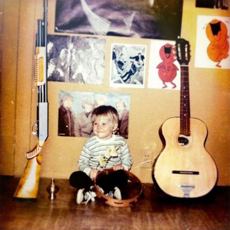 [Historia de la Música Pop] #KurtCobain txiki, de momento con la pandereta.