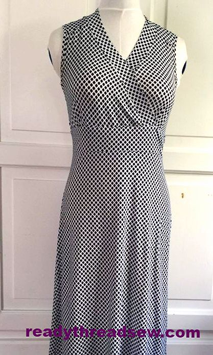 Knit dress made from pattern for woven. Other versions on blog post. #sewing #newlook pattern 6069 #readythreadsew