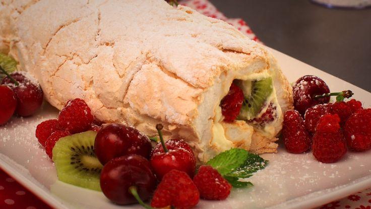The best Pavlova - raspberry and kiwi Pavlova roulade | desserts ...