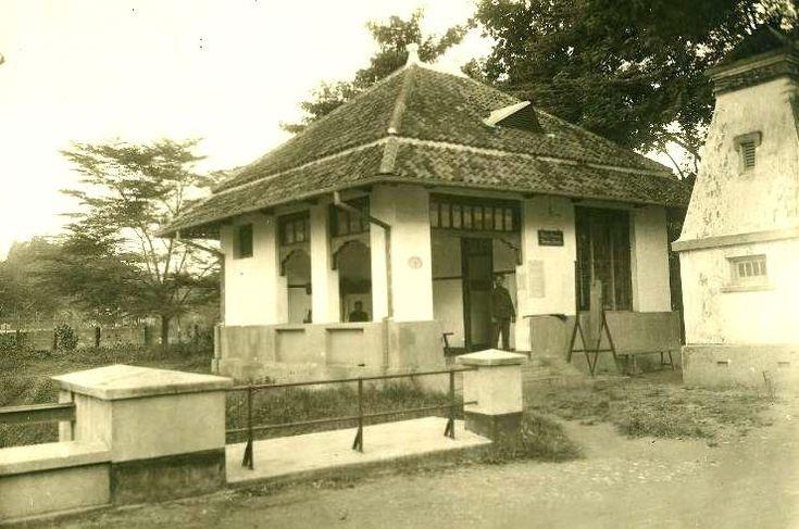 Politiepost te Soerabaja Circa 1924 (Digital Collections KITLV)