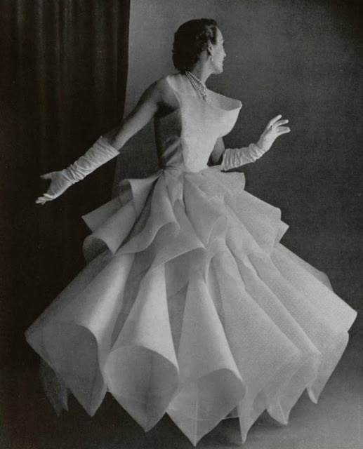 Lanvin-Castillo origami evening gown in white silk, Spring 1951: Vintage Gowns, Fashion Dresses, Vintage Fashion, Evening Gowns, Lanvin Castle, 1951, Fifty Fashion, 1950 S, 1950S Fashion