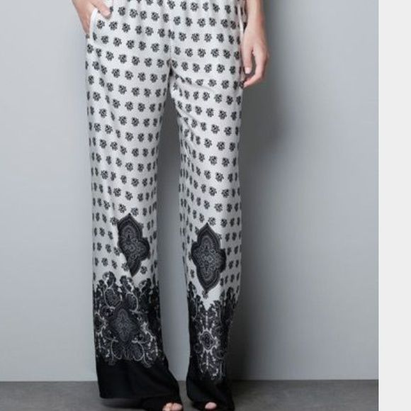 FLASH SALE TODAY ONLY Zara Printed Pants Worn 2x! 100% polyester. White and black printed.  Small tiny pockets at sides. Elastic waist. Zara Pants