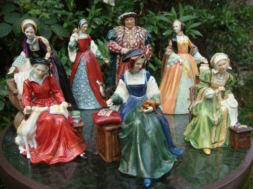 Royal Doulton the Six Wives of Henry the VIII. Clockwise from center 1. Catherine of Aragon 2. Catherine Parr 3. Catherine Howard 4. Anne Boleyn 5. Henry VIII 6. Jane Seymour 7. Anne of Cleves